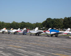 airplanes in row